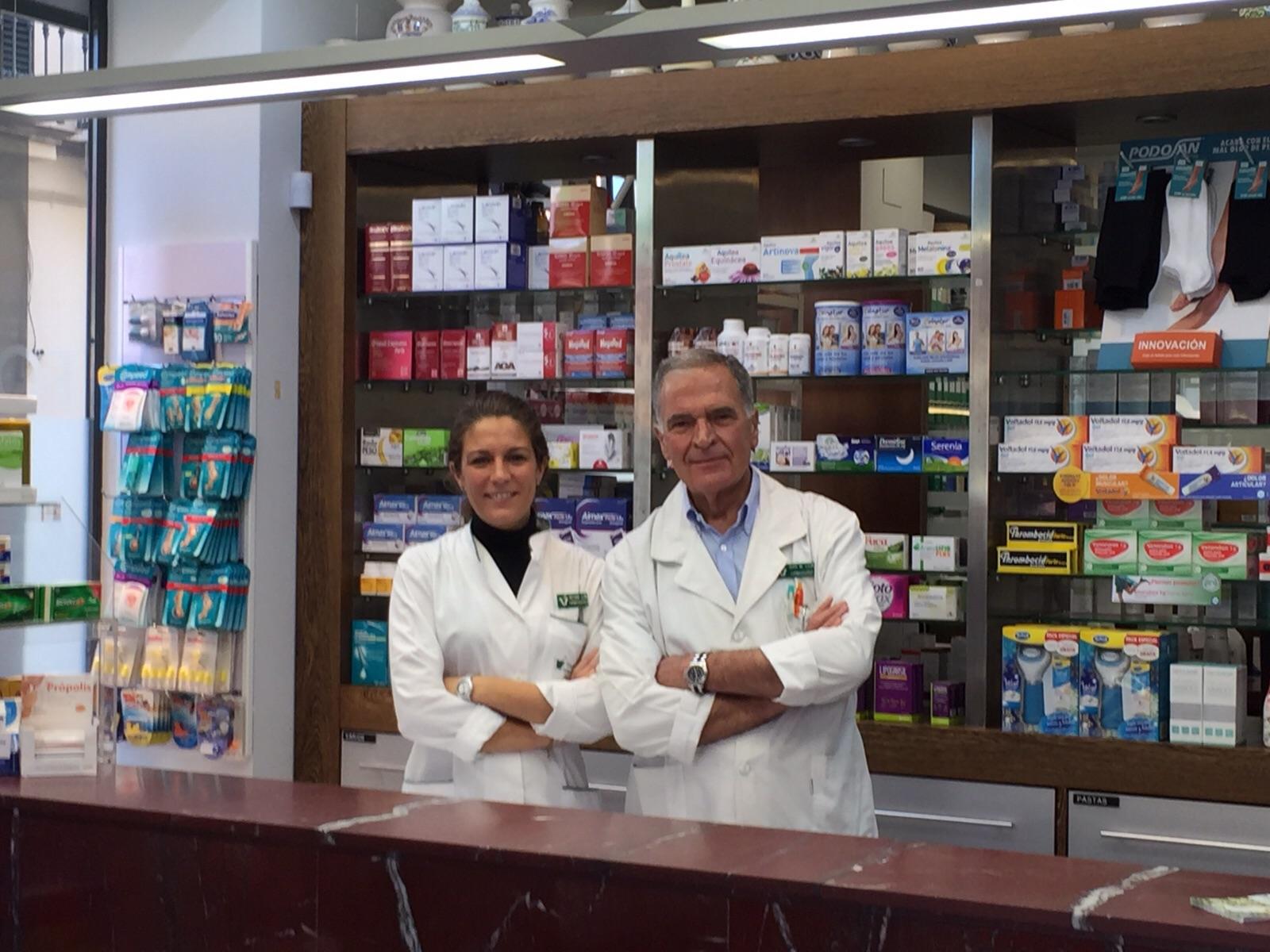 Farmacia Victoria y Juan Manuel León